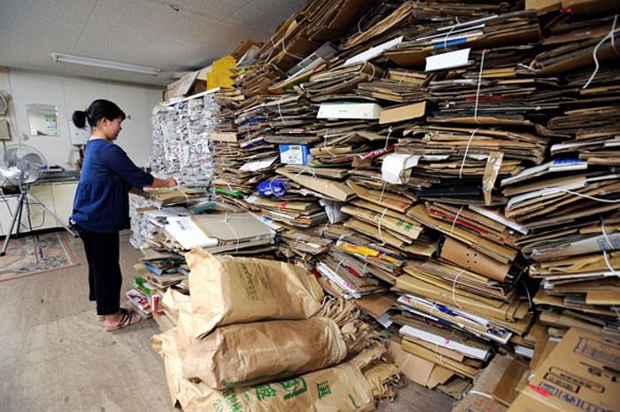 Весь город самостоятельно сортирует свой мусор и поставляет его в центр сортировки.