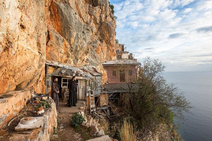 Монахи на святой горе Афон.