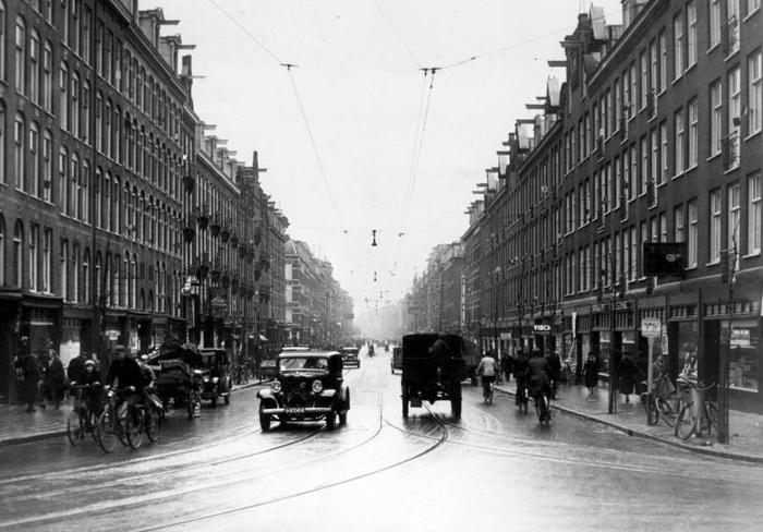 *Оживленный траффик* в центре Амстердама по улице Kinkerstraat, 1937г.