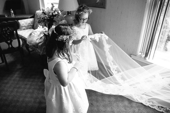 Кинси получила предложение от своего жениха в присутствии своих учеников, и сразу же пригласила всех их к себе на свадьбу. Фото: Lang Thomas Photography.