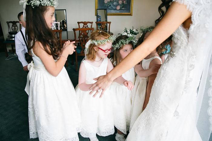 После свадьбы была вечеринка, на которой дети тоже веселились.  Фото: Lang Thomas Photography.