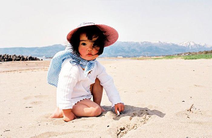 Японская красавица на пляже. Автор фото: Kotori Kawashima.