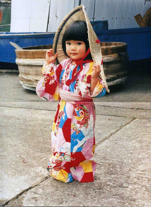 Юная красавица в праздничном кимоно. Автор фото: Kotori Kawashima.
