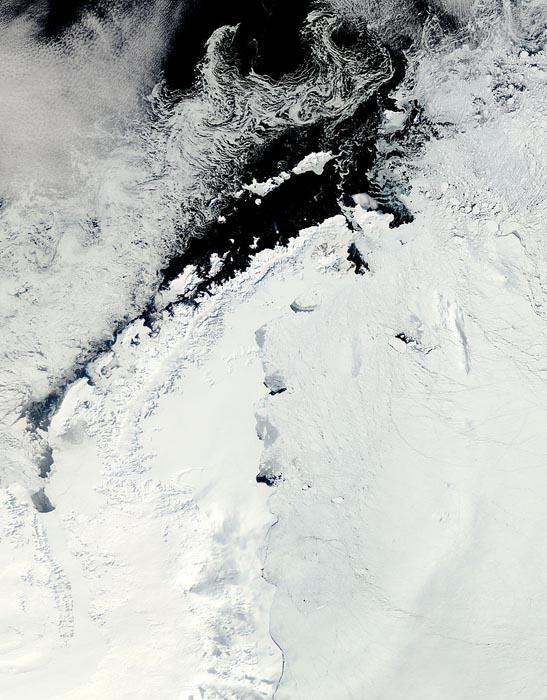 Антарктическое побережье и ледник Ларсена.
