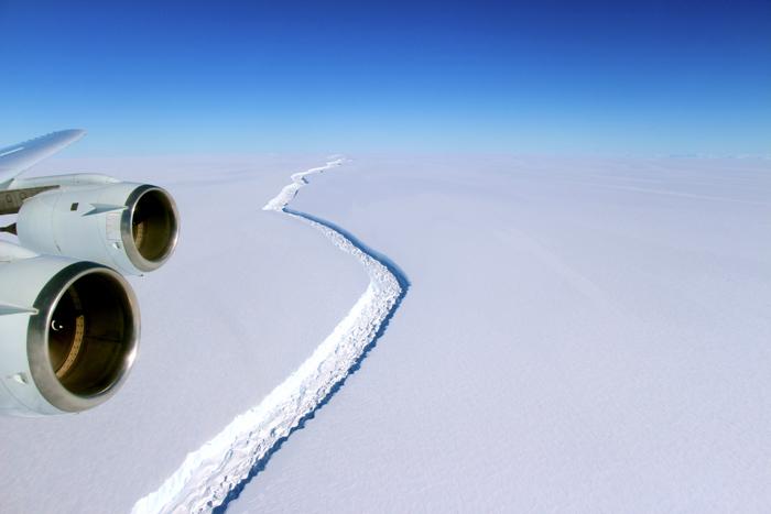 Фотография ледника от NASA. Декабрь 2016.
