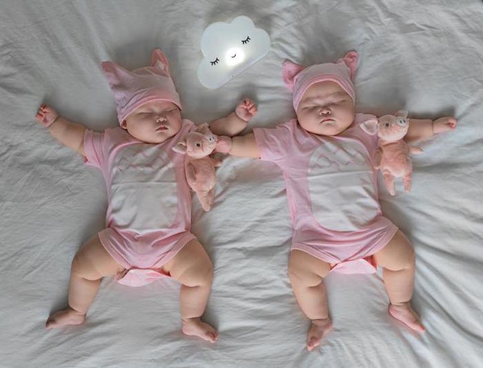 Ничем не сдерживаемый стиль сна, который не оставляет места для родителей. Фото: Peter Lok.