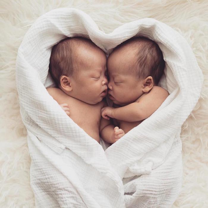 Две половинки, два сердечка рядом. Фото: Peter Lok.