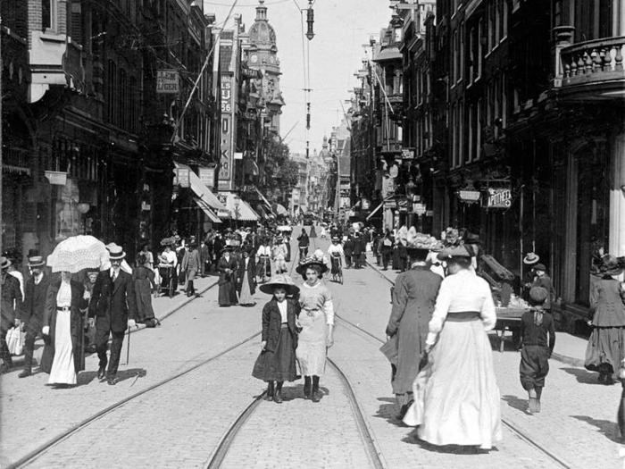 Памятное фото в шляпках. Leidsestraat, 1910г.