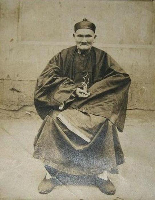 Ли Цинъюнь (Li Ching-Yuen). Снимок сделан в резиденции национальной армии генерала Янг Сеня, Сычуань 1927 год.