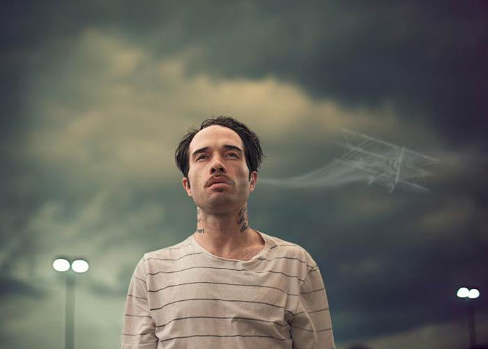 Вдыхая дым. Автор фото: Logan Zillmer.