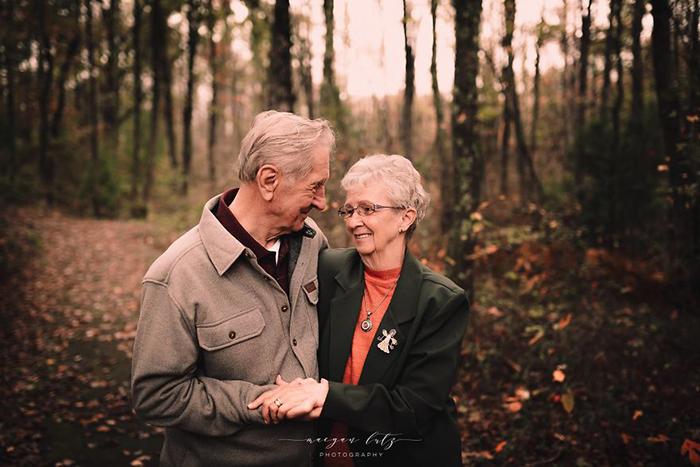 Пара, отмечающая свою 68-ю годовщину свадьбы. Фото: Maegan Lutz.