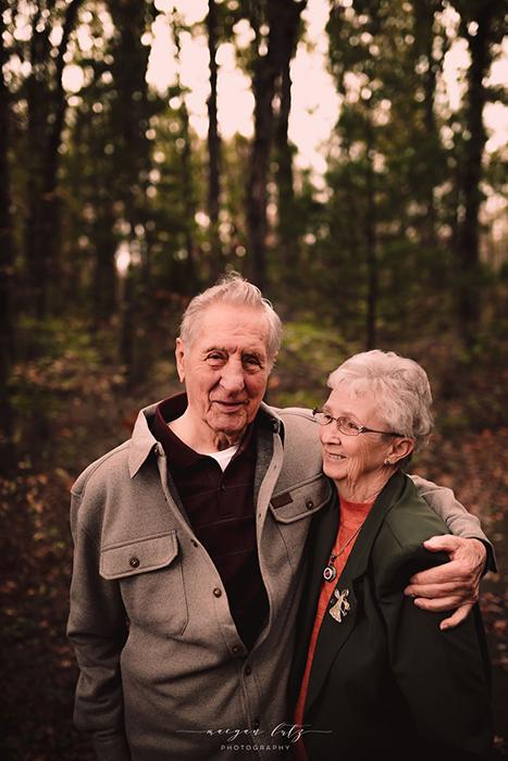 *Даже после 68 лет брака он был полностью очарован своей женой.* Фото: Maegan Lutz.