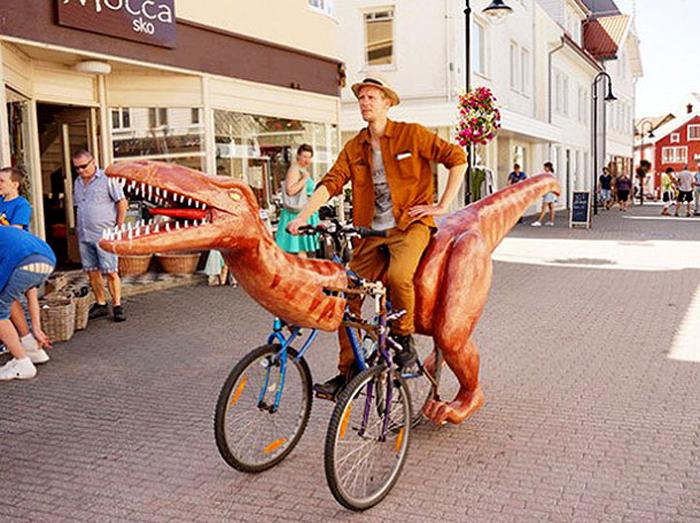 Норвежский художник специально старался привлечь как можно больше внимания к своему велосипеду.