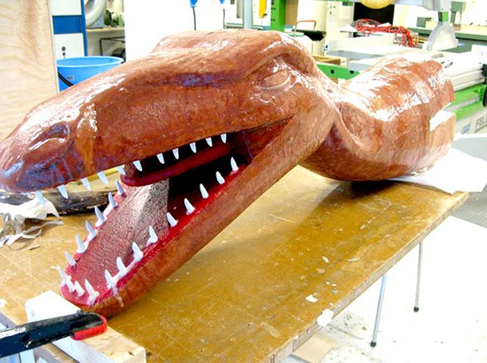 Раптор-байк состоит из пенопластового динозавра и специально собранного велосипеда.