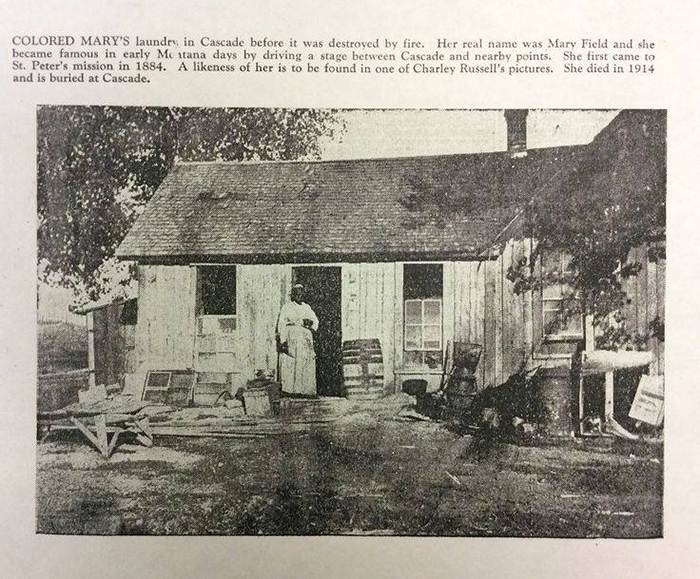 Мэри стоит в дверях прачечной, которую она организовала у себя дома. Позже этот дом сгорит от пожара и местные жители построят для Мэри новый дом.