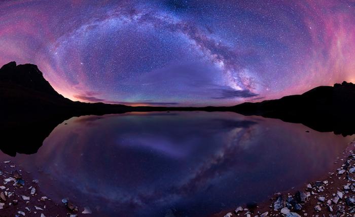 Млечный путь в отражении одного из озер штата Колорадо.