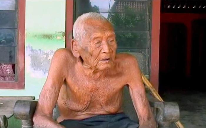 Согласно документам,  возраст  Сапармана Содимеджо  составляет 146 лет.