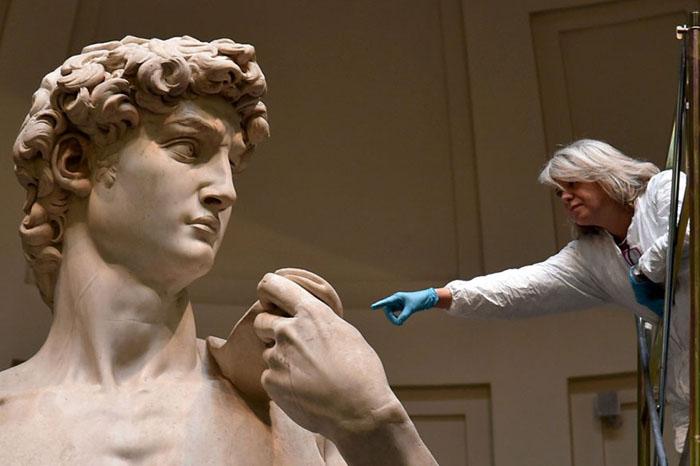 Размеры статуи по-настоящему поражают.