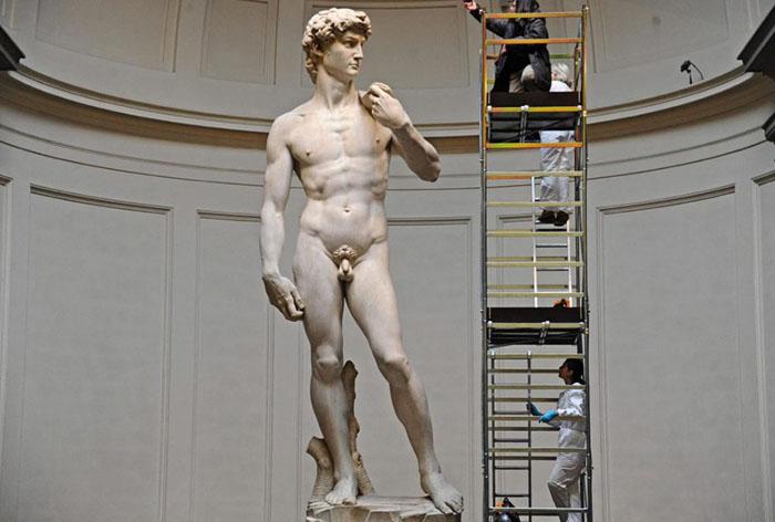 Работа над статуей заняла у скульптора более двух лет.