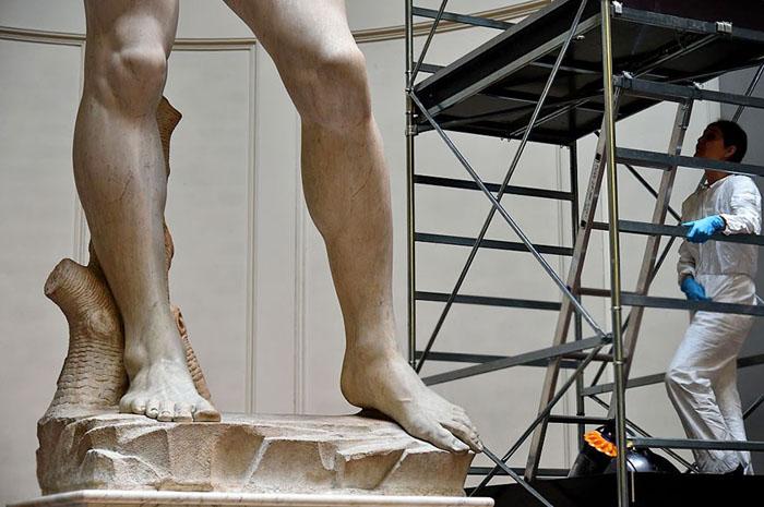 в 2003-2004 была произведена реставрация скульптуры, позволившая очистить поверхность мрамора от последствий влияния сил природы.