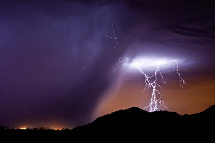 Майк Олбински фотографирует города и природу в непогоду.
