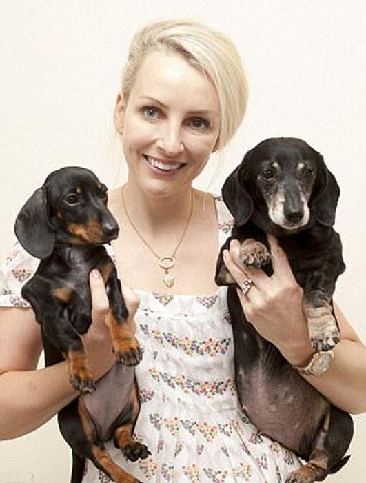Ребекка со своими собаками Винни и Минни-Винни.