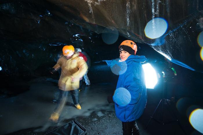 В ледяной пещере.