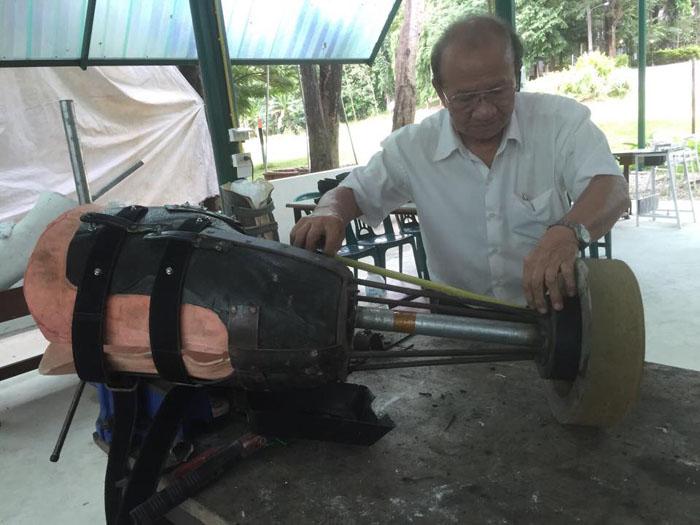 Процесс создания протеза для слонихи.