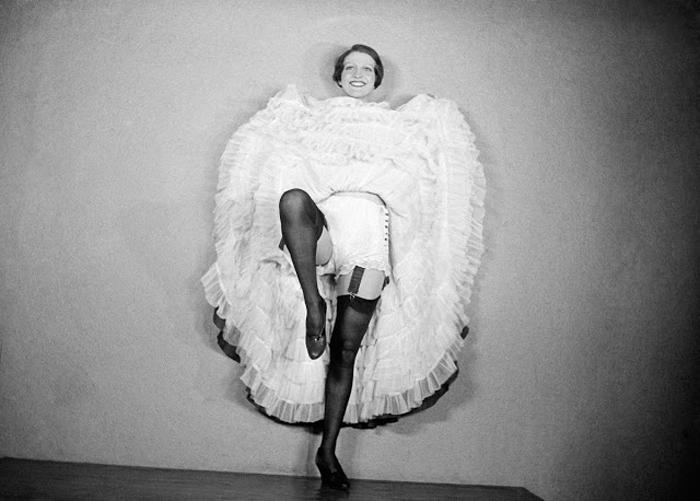 Фотосессия танцовщиц Мулен Руж. 1932г.