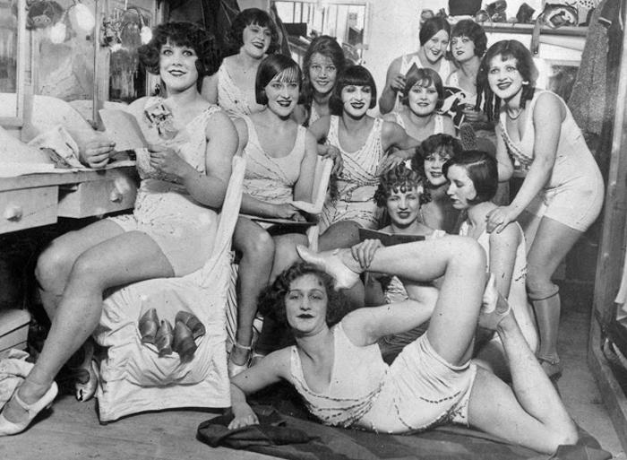 Танцовщицы The Hoffman Girls перед выступлением. 1924г.
