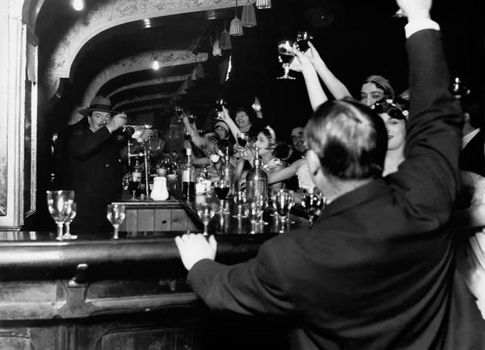 В баре алкоголь всегда лился рекой. 1929г.