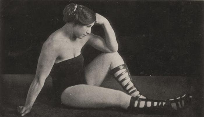 Frances Rheinlander, выступавшая под псевдонимом Athelda.