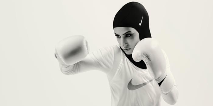 В рекламной кампании спортивных хиджабов приняли участие три девушки-мусульманки, занимающиеся профессиональным спортом.