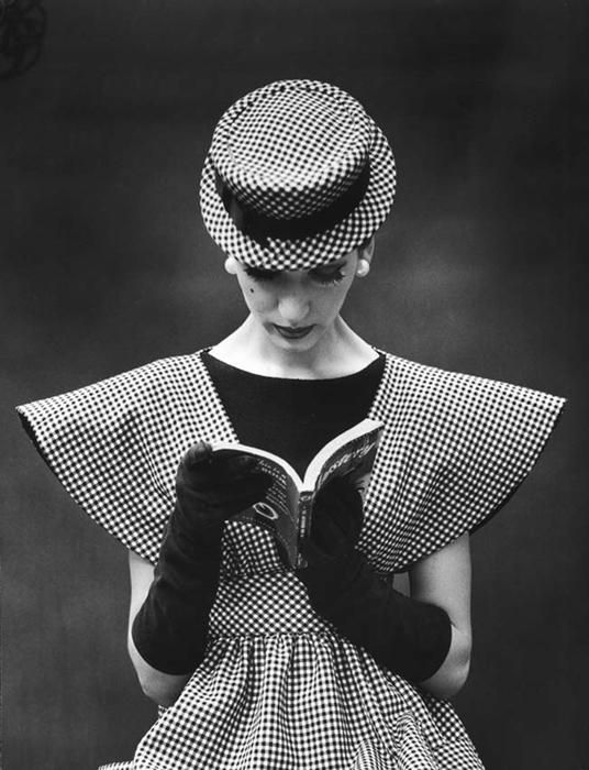 Черно-белое платье. Фото: Nina Leen.