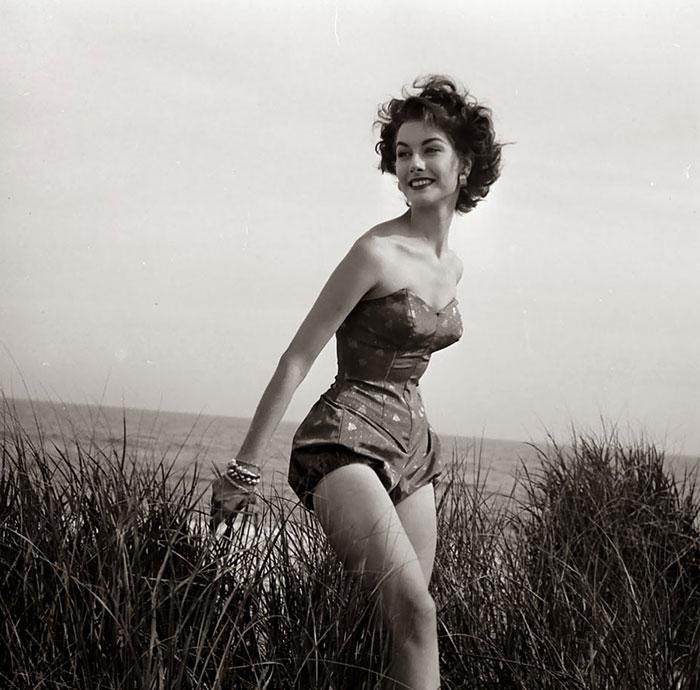 Женский купальник в 1940-х годах. Фото: Nina Leen.