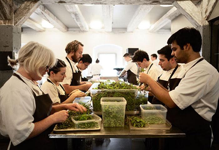 Все ингредиенты для блюд доставляются свежими и проходят качественный отбор.