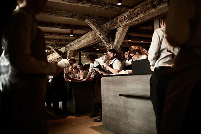 Сдержанный датский стиль ресторана. Автор фото: Mikkel Jul Hvilshoj.