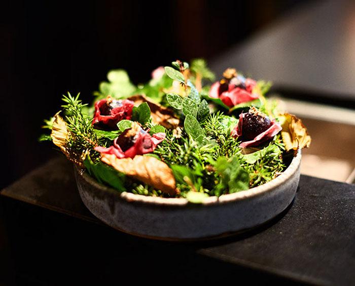 То, что сперва может показаться цветочным горшком с композицией мха, на самом деле является блюдом в Noma.