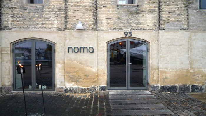 Вход в ресторан Noma.