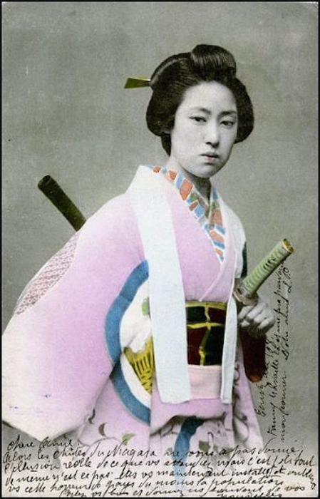 Традиция онно-бугэйся уходит глубоко в историю японской культуры.