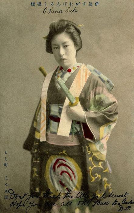Старые снимки женщин-самураев.