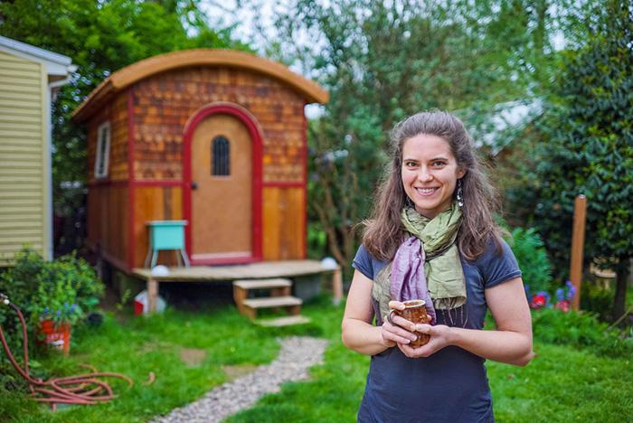 Лина и ее домик.