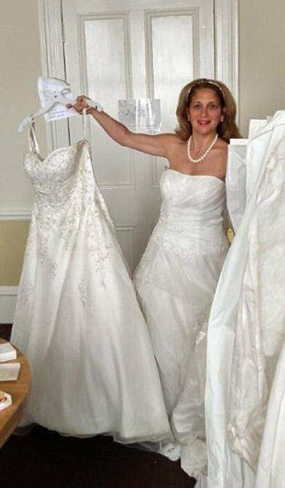 После ужина Люсиа обнаружила в своем номере целых 12 свадебных платьев.