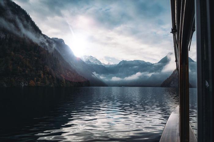 На лодке по озеру. Фото: Patrick Monatsberger.