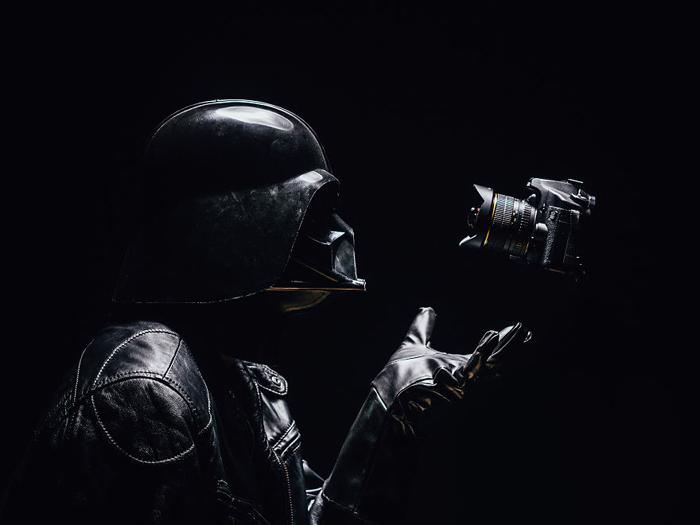 Возможно ли приложить силу к фотоаппарату?
