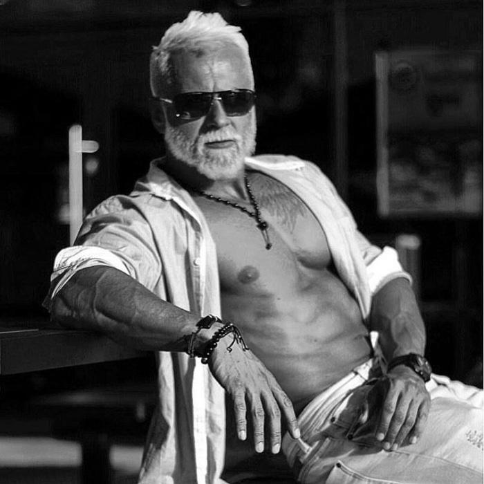 Трудно поверить, что мужчине на фотографиях всего 35 лет.
