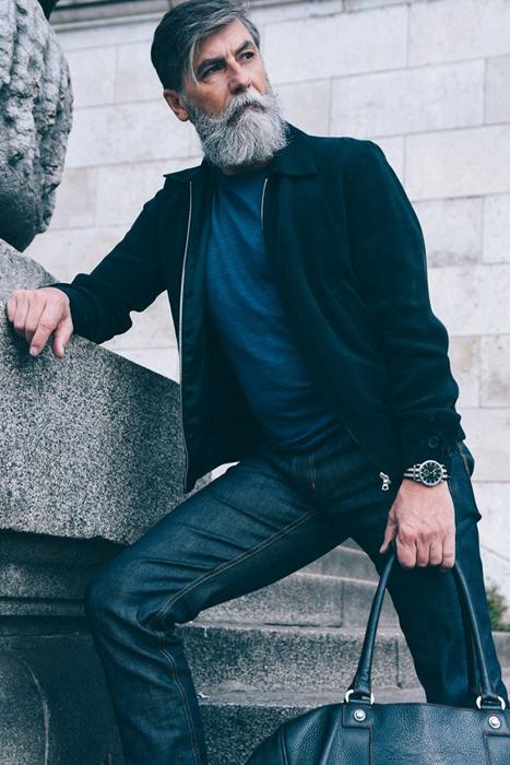 Philippe Dumas работает наравне с молодыми моделями.