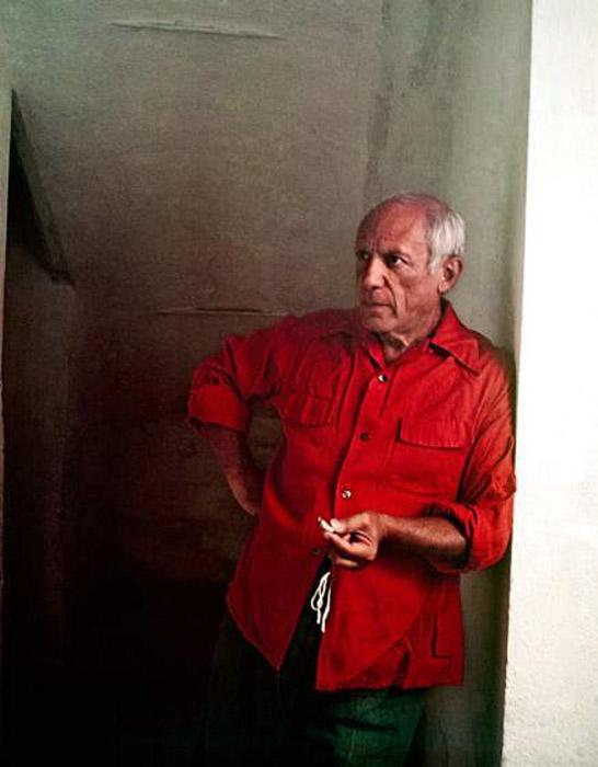 Пабло Пикассо у себя в студии. Автор фото: Gjon Mili.