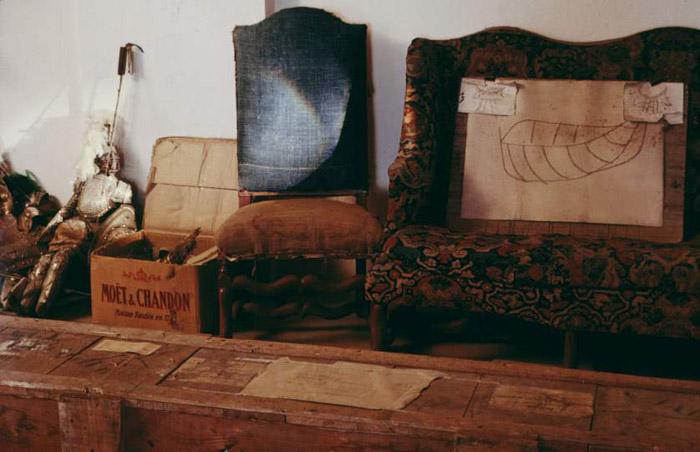 Интерьер в доме у Пикассо был не самый ординарный. Автор фото: Gjon Mili.