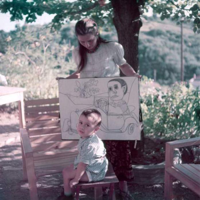Франсуаза Жило и Клод Пикассо, Валлорис, 1949. Автор фото: Gjon Mili.